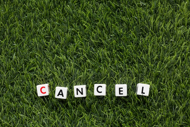 コピースペースのある芝生のメッセージをキャンセルする