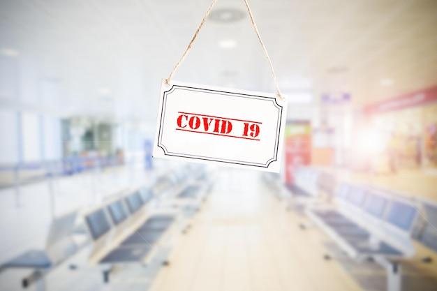 공항에서 코로나바이러스, 대유행 covid 19로 인해 항공편이 취소되었습니다. 전염병 개념