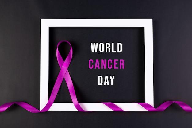 Осведомленность о раке фиолетовая лента обернута белыми рамками для фотографий. всемирный день борьбы с раком.
