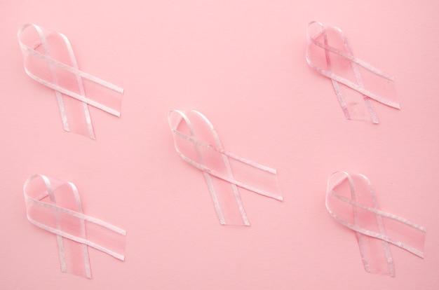 ピンクの背景にリボンでがん啓発