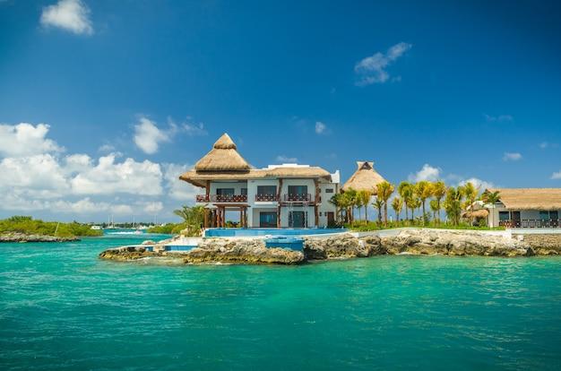 칸쿤-이슬라 무헤 레스. isla mujeres 섬 해안의 아름다운 전망.