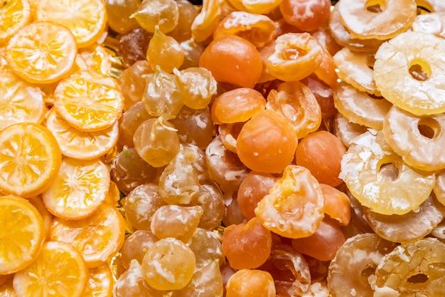 설탕에 절인 레몬, 복숭아, 자두, 파인애플 배경