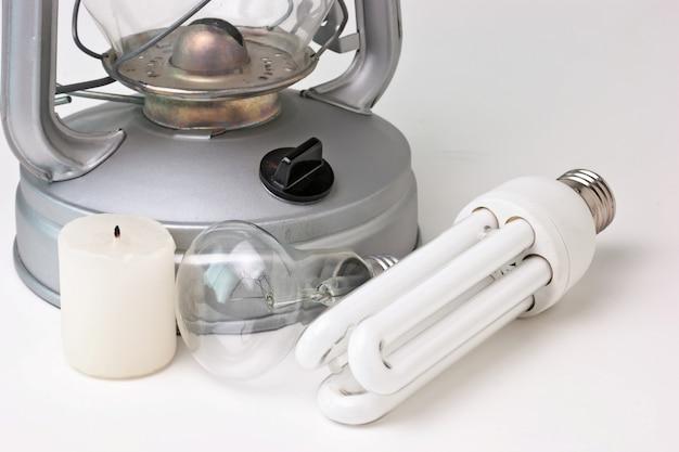 ろうそく、灯油ランプ、電灯