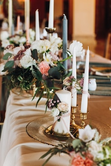 Candles and bouquets on the decorated table