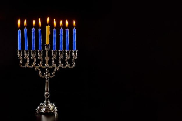 ユダヤ教の祝日伝統的な燭台キャンドルと本枝の燭台ハヌカ
