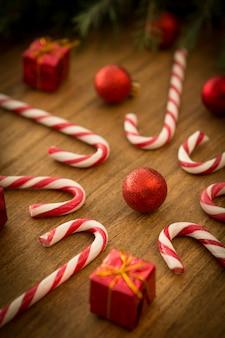 クリスマスボール付きキャンディー・キャン
