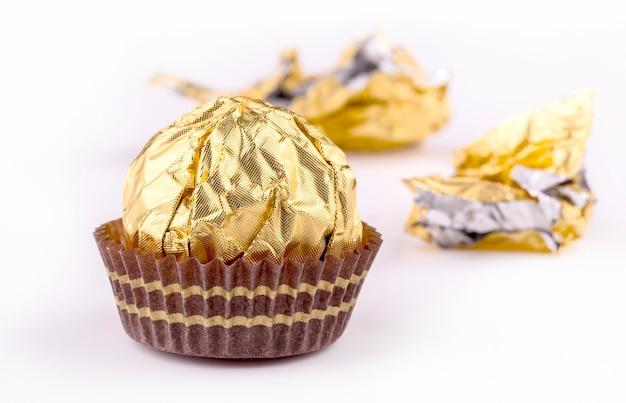 分離した光沢のあるラッパーをキャンディします。