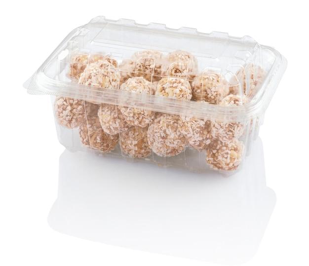 プラスチック容器にココナッツの削りくずが入ったお菓子