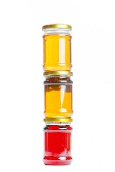 大きなガラスの瓶に缶詰のコンポート Premium写真