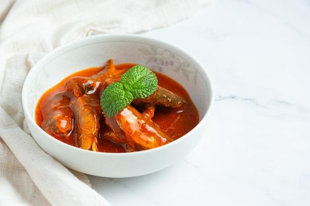 Рыбные консервы в томатном супе
