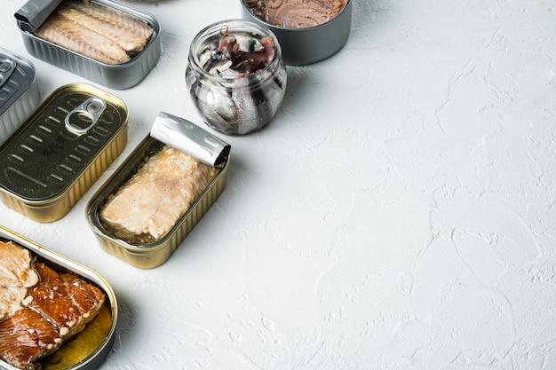 Рыбные консервы, набор лучших американских консервов, на белом