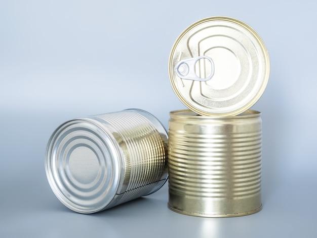통조림 된 식품 깡통, 회색 배경에 고립 클로즈업.