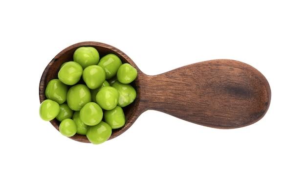 木のスプーンで缶詰のグリーンピース、孤立したピクルスグリーンピース。