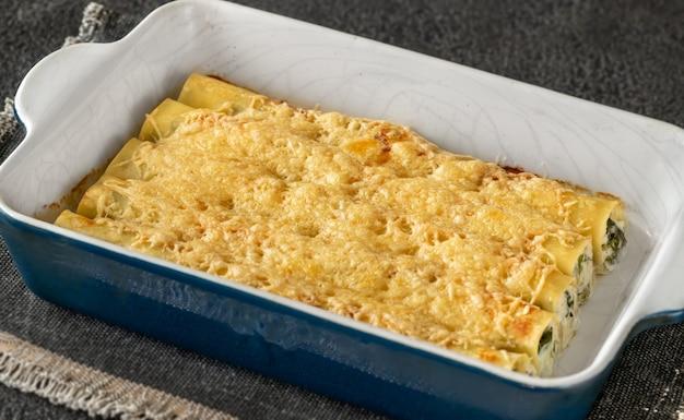 リコッタチーズとほうれん草のカネロニパスタ