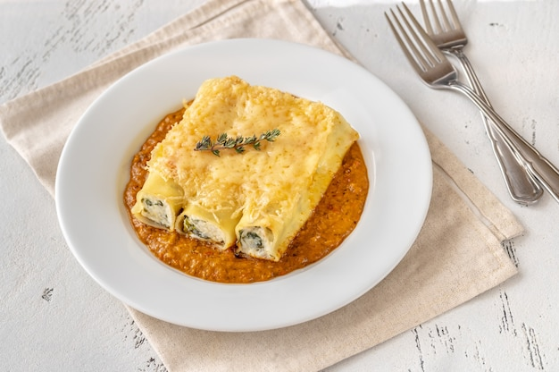 Cannelloni pasta stuffed with ricotta and spinach with grilled pepper sauce