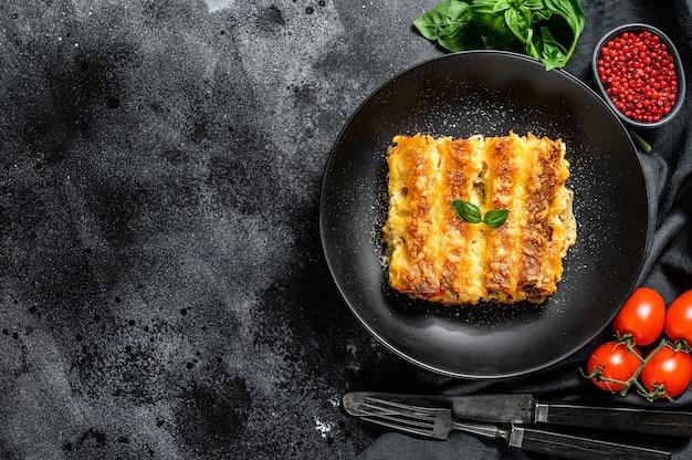 Каннеллони с говядиной и томатным соусом