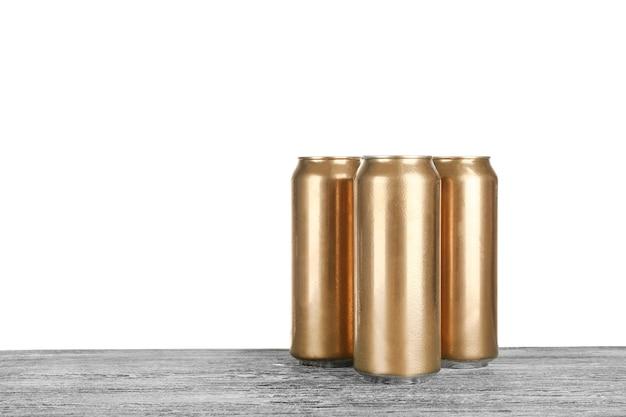 Банки пива на столе
