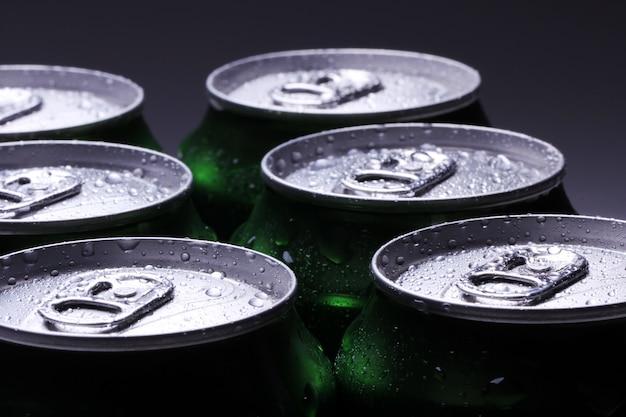 Банки с холодным напитком