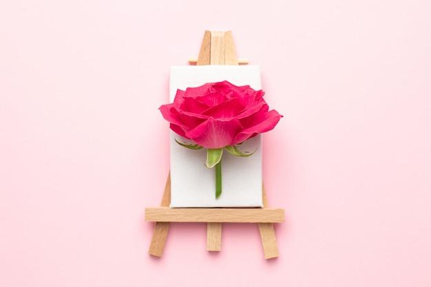 ピンクのバラの花で描くためのキャンバス