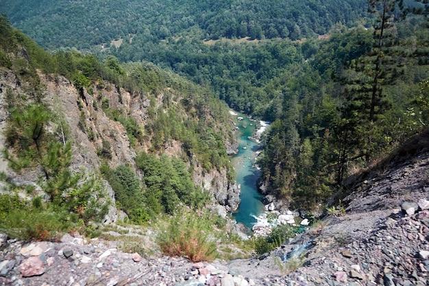 モンテネグロのタラ川の峡谷