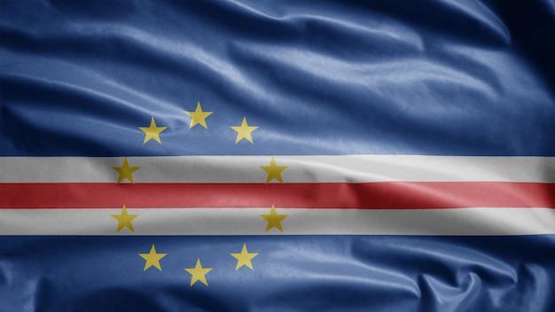 Развевающийся флаг кабо-верде на ветру