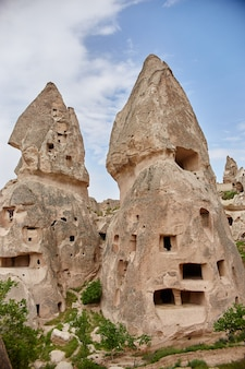 Подземный город каппадокии в скалах, старый город каменных столбов.