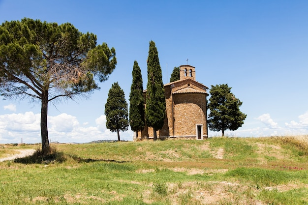 Cappella di vitaleta(vitaleta church)、ヴァルドルチャ、イタリア。トスカーナの国の最も古典的なイメージ。
