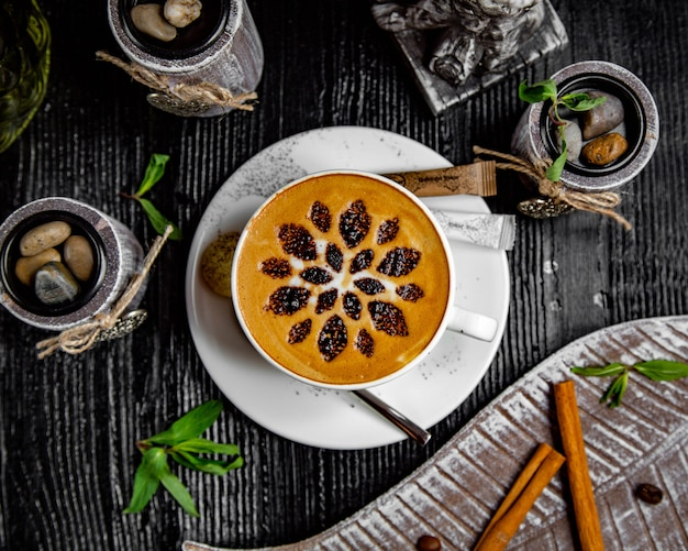 Cappuccino with cinnamon and pieces of shokolade