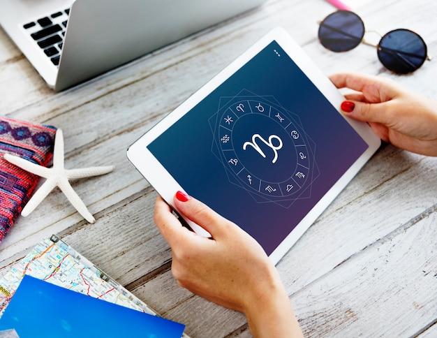 Capricorno oroscopo zodiaco online graphic concept