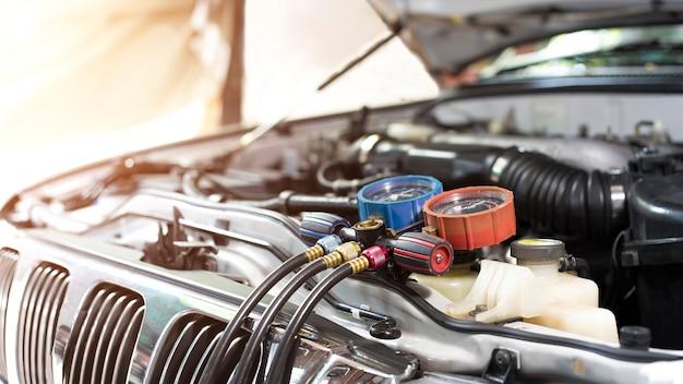 カーエアコンチェックサービスリーク検出充填冷媒装置とメーター液体冷却