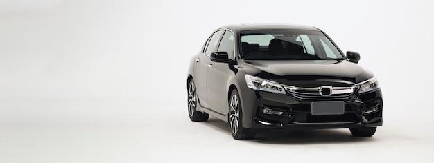 Детали кузова автомобиля, вид сбоку автомобильные детали автомобиля, такие как оконное колесо, шина, фара, боковое зеркало