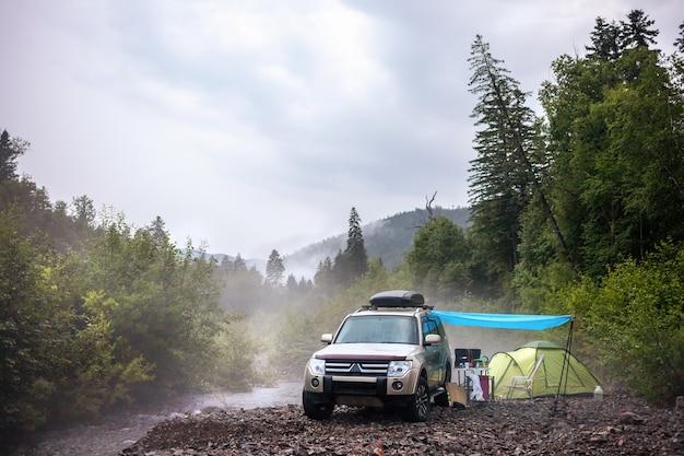 山川でのカーキャンプ