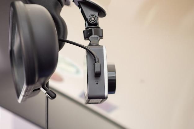 Автомобильная камера видеонаблюдения для обеспечения безопасности вождения на дороге