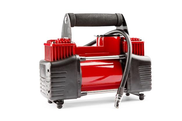 자동차 압축기 흰색 배경에 고립입니다. 전기 펌프는 자동차 바퀴를 부풀립니다