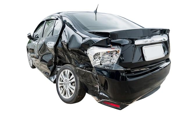 자동차 충돌 사고에 고립 된 흰색 배경 손상