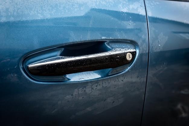 Ручка двери автомобиля. бесключевой доступ к машине.