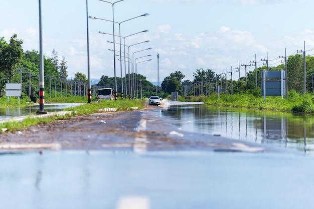 자동차 운전 홍수 물, 태국의 홍수 지역 일부