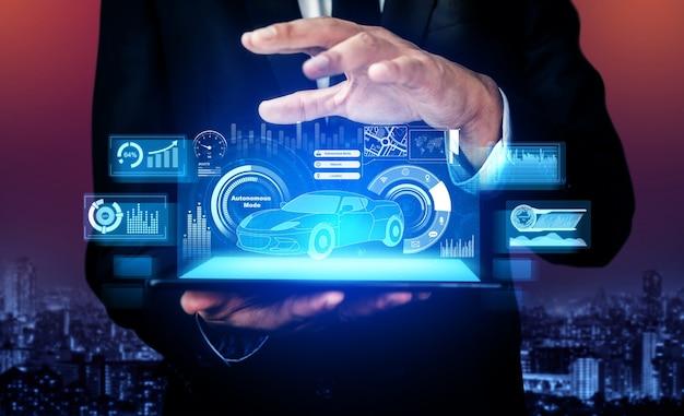 自動車エンジニアは、仮想画面で3dモデルのプロトタイプ設計に取り組んでいます