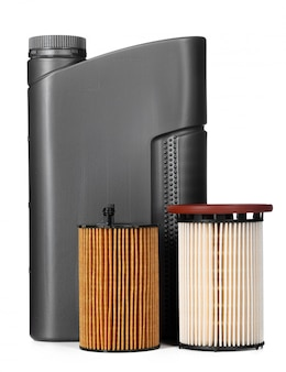 Фильтры автомобиля и моторное масло могут изолированный на белизне, конец вверх.