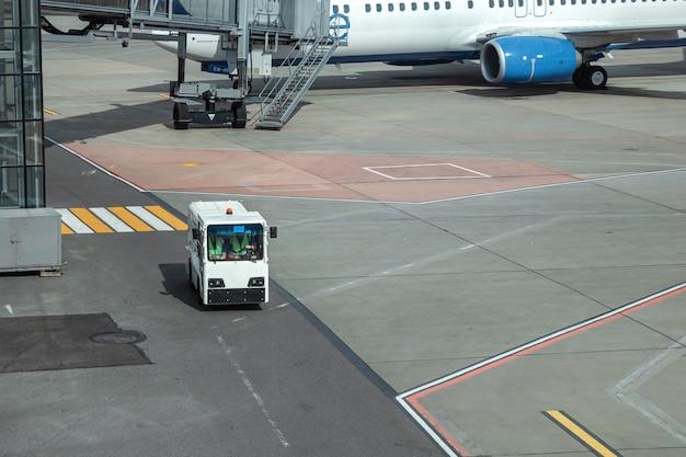 스트립 공항에서 vip 고객을위한 차량.