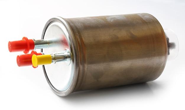 Автомобильный топливный фильтр на белом фоне.
