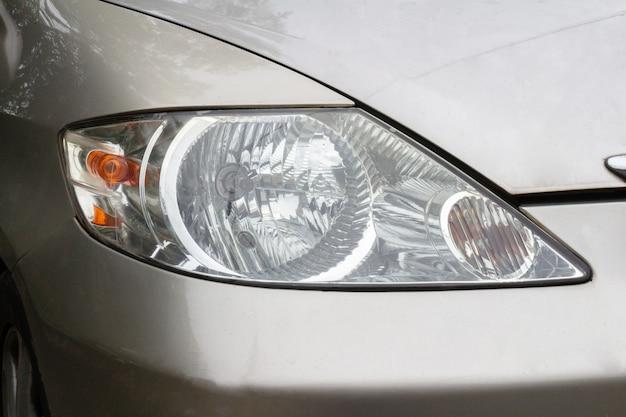 車のヘッドライトレンライトアイスタイルの信号。