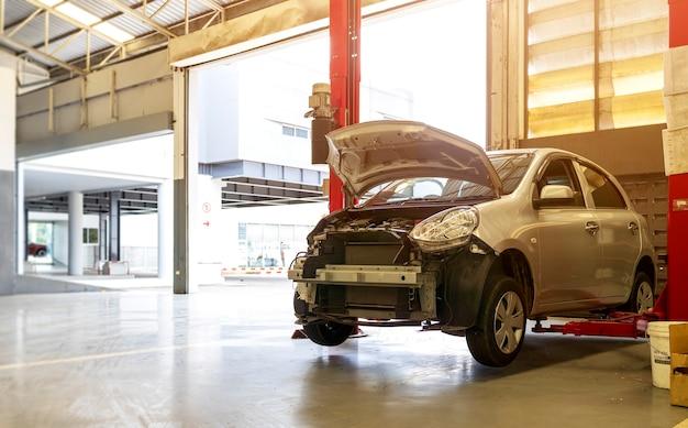 自動車修理サービスセンターの車