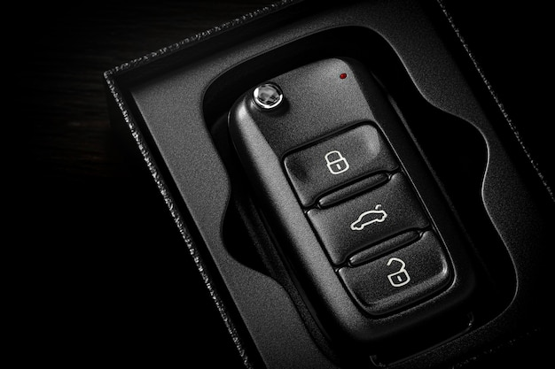 Ключи от машины в открытой подарочной коробке крупным планом - 3d визуализация