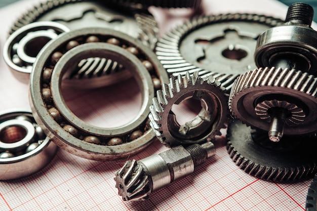 그래프 용지의 자동차 부품은 엔지니어링 개념을 닫습니다.