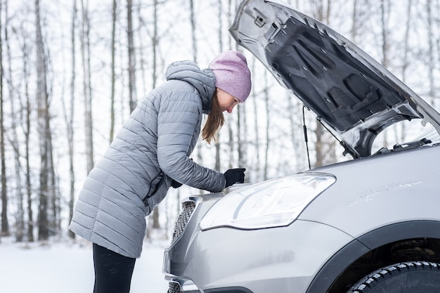 Car repair on the road in winter