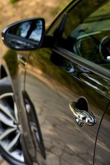 Автомобильная дверь с системой бесключевого доступа. используйте обои или стены для перевозки автомобилей и автомобилей или изображений автомобилей