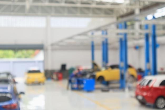 Автосервис с авто на станции ремонта боке свет расфокусированным размытие фона