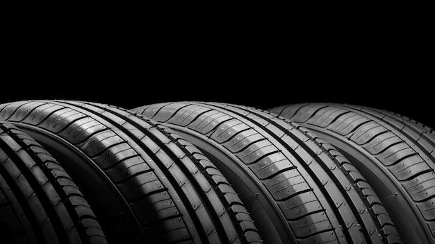 Авто шины на черном