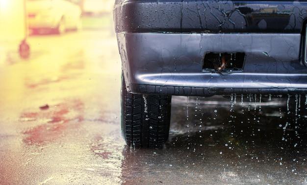 Car wash drops run off the body
